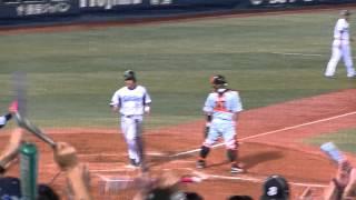 7回裏・横浜3-3巨人 1アウト2・3塁の場面、巨人・香月投手から青...