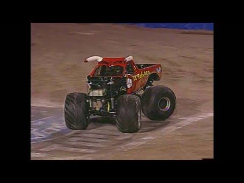 Freestyle El Toro Loco Monster Jam World Finals 2003 Youtube