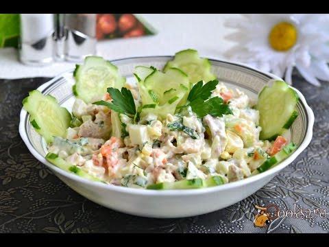 Салат с курицей, морковью и свежими огурцами