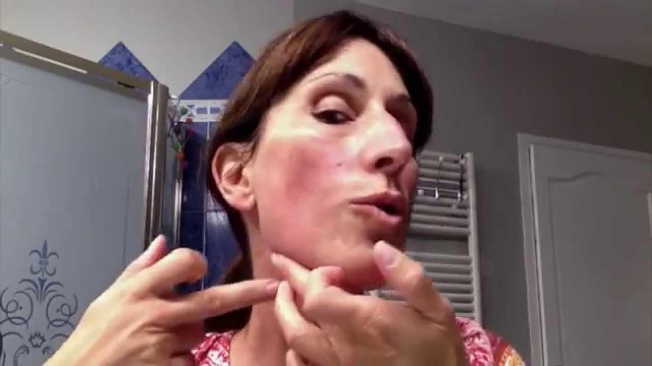 4 gestes pour r duire votre double menton et tonifier la peau youtube. Black Bedroom Furniture Sets. Home Design Ideas