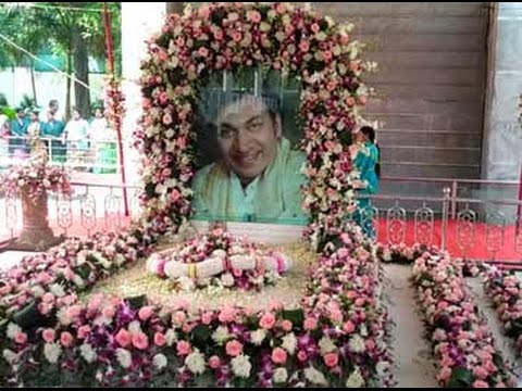 Fans, family pay tribute to legendary actor Rajkumar on his 88th birth anniversary