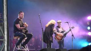 Corey Taylor feat. Lzzy Hale : You Shook Me All Night Long @ Download Festival 2012