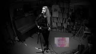 2018 Yara Beeks - ' Lay Your Weapons Down' @ Wim's Muziekkelder