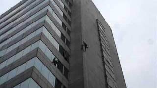 大樓外牆高空作業清洗滲漏水0915-356-712防水漆磁磚修繕蜘蛛人工程