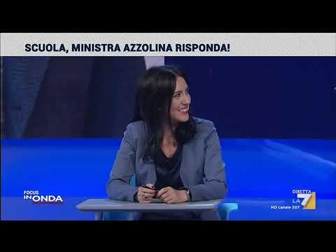 E la ministra Azzolina provò il banco con le rotelle...