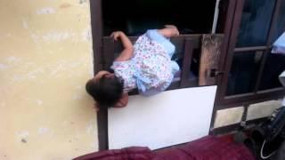 Download Video Funny Babies - bayi lucu kabur lompat pintu MP3 3GP MP4