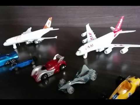 Avi o da tam brinquedo miniatura boeing 777 airplane to for Caillou na piscina