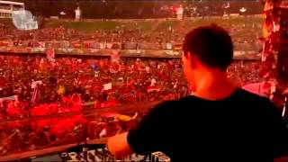 Hardwell playing Payback  - Sandro Silva & Everybody K** Your Hands Up - AUC ( @ Tomorrowland 2013 )