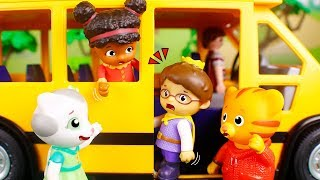 Daniel Tiger´s Toys 🐯 Prince Wednesday is afraid of taking the school bus 😮🚍