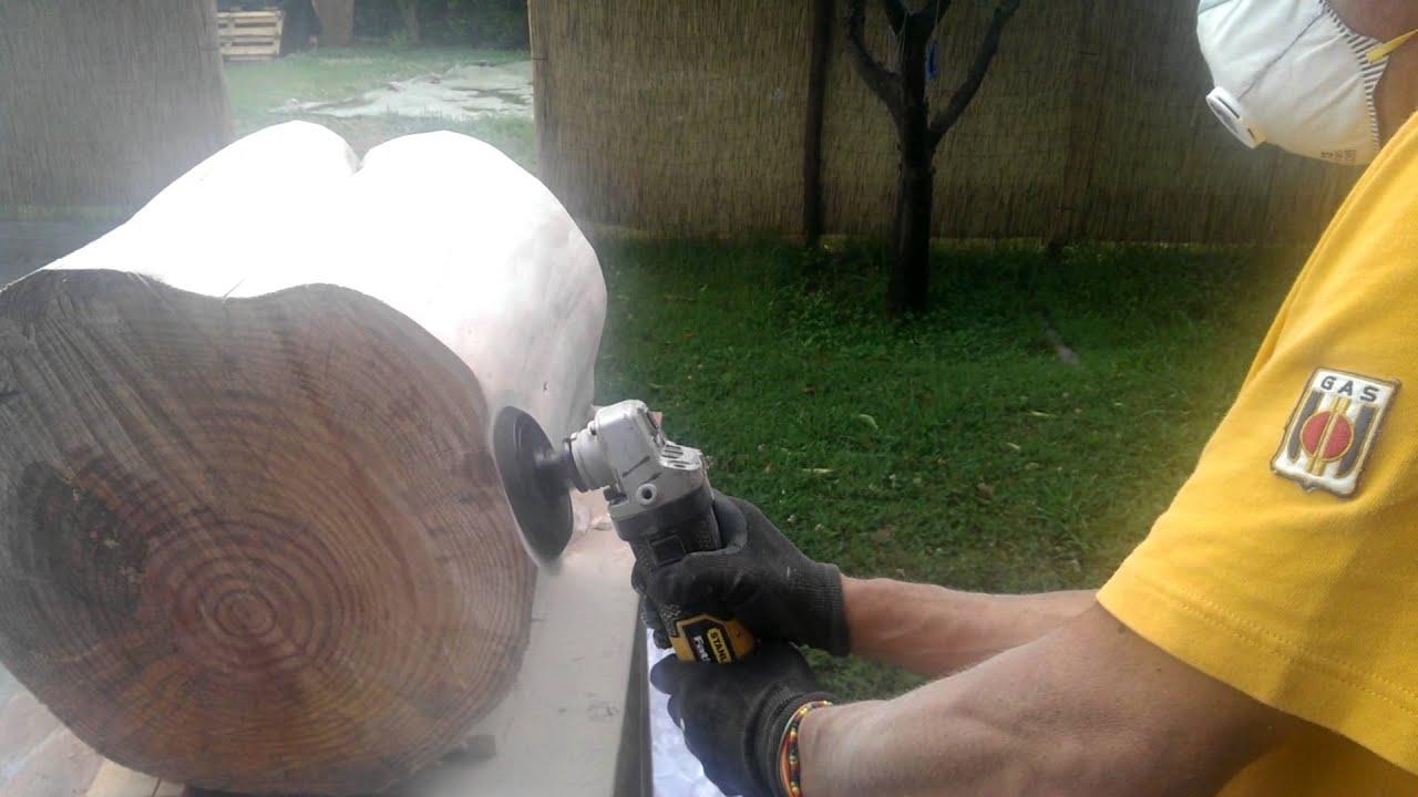Prima fase di lavorazione tavolino tronco in legno eco