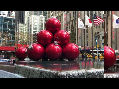 Christmas New York City 2018: Over Sized RED CHRISTMAS BALLS in Manhattan