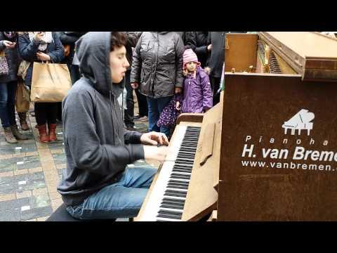 Dortmund Klavier Straßenmusikant