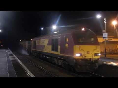 DB Schenker 67008 arrives at Elgin