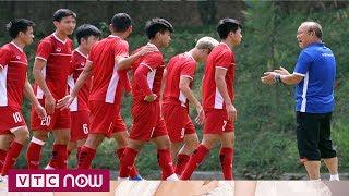 Bóng đá nam ASIAD 2018: Olympic Việt Nam tập luyện trong khuôn viên trường học | VTC Now