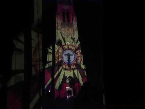 Projection de l'été sur l'église de Mérignac