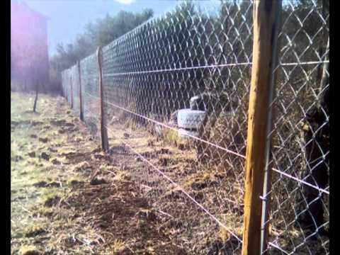 Alambrado romboidal con postes de itin punidos pintados - Como cerrar un terreno con madera ...