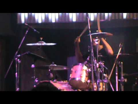 MindFreak - Lari (Live at Liquid Cafe Yogyakarta January 10th 2012)
