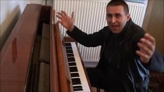 Jarekogarek przy pianinie