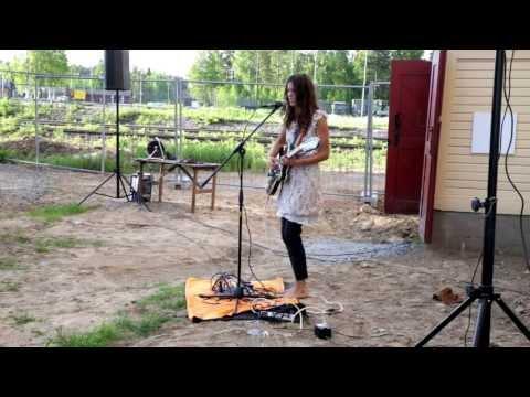 Kria Brekkan performing at Elemental vernissage part 2