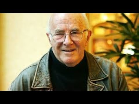 Clive James dies, Australian broadcaster and author