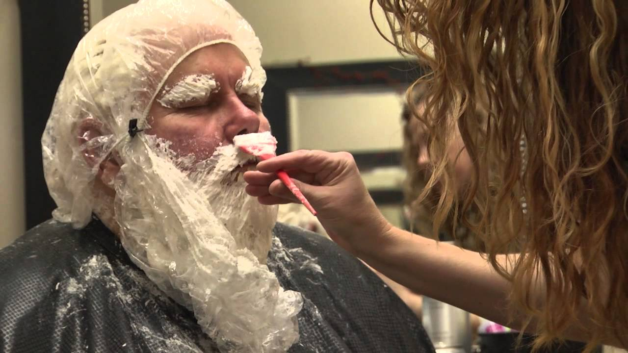 santa claus goes to the salon