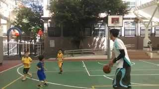 小朋友打籃球比賽