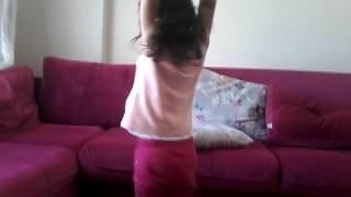 Zeynep dans ediyor
