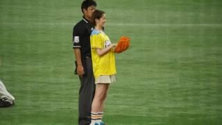 2017.5.13 北海道日本ハムvs千葉ロッテマリーンズ 鈴木ちなみ投手の始球式.