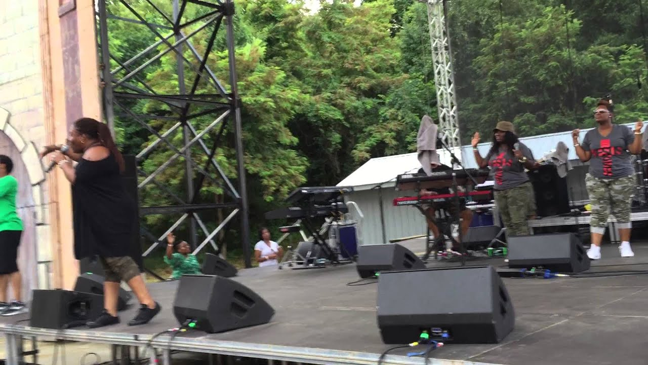 "Download Tasha Cobbs ""Fill Me Up"" Six Flags America Praise In The Park"