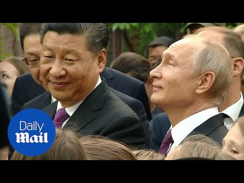 Putin And Xi Admire Pandas In Moscow Zoo