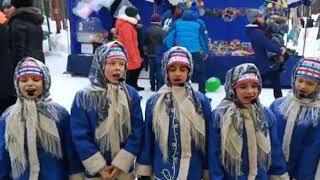 Пасха Девочки в народных костюмах Поют Русские народные