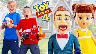 Toy Story 4 Toys Are Missing! Gabby Gabby & Bensen Plays Tri...