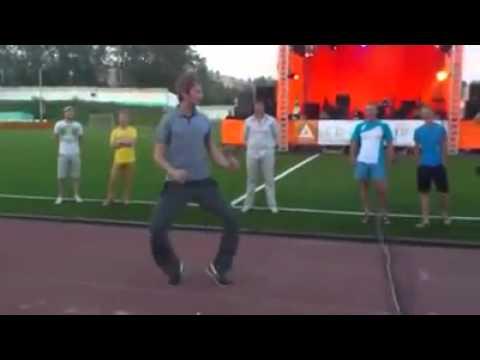 Колян реальные пацаны танец на стадионе