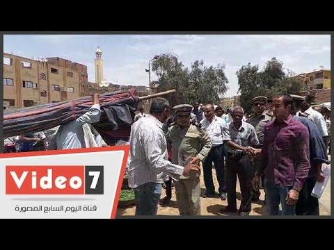 حملة لإزالة إشغالات الباعة الجائلين بسوق السيل فى أسوان  - 16:21-2017 / 4 / 24
