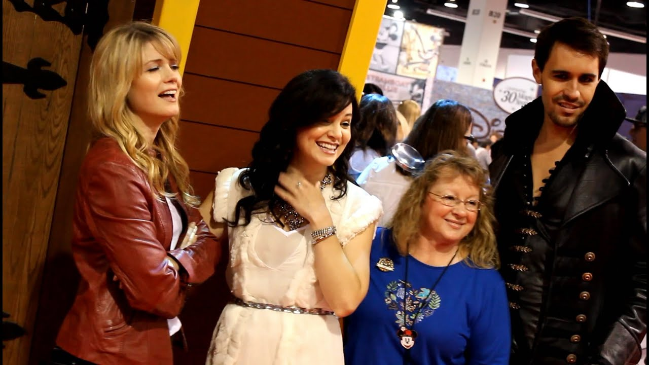Characters From Abcs Once Upon A Time Meet Fans At The 2013 D23