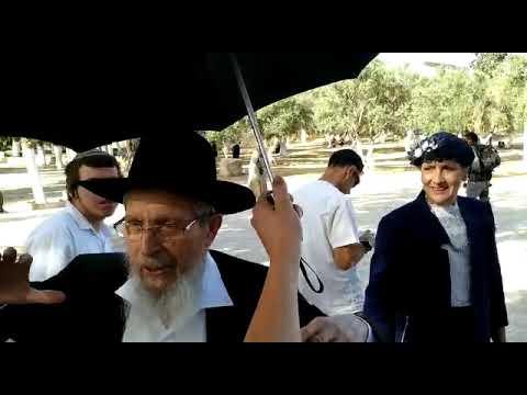 הרב ישראל אריאל ממשחררי הר הבית עולה להר ביום ירושלים