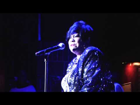 Martha Wash: Gonna Make You Sweat (Everybody Dance Now)
