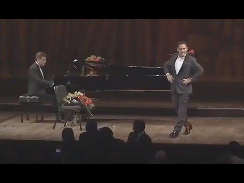 Juan Diego Flórez, Gags Mientras Canta Granada