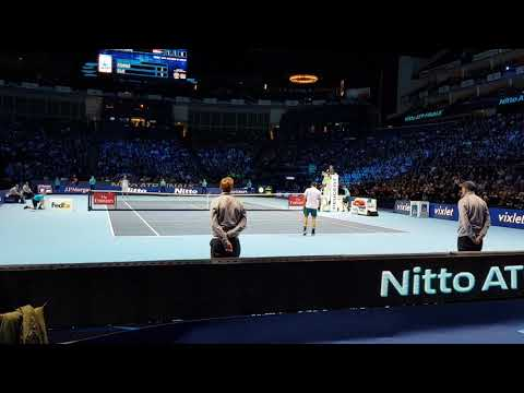 Federer beats Cilic in the 2017 ATP Finals - Court level view HD