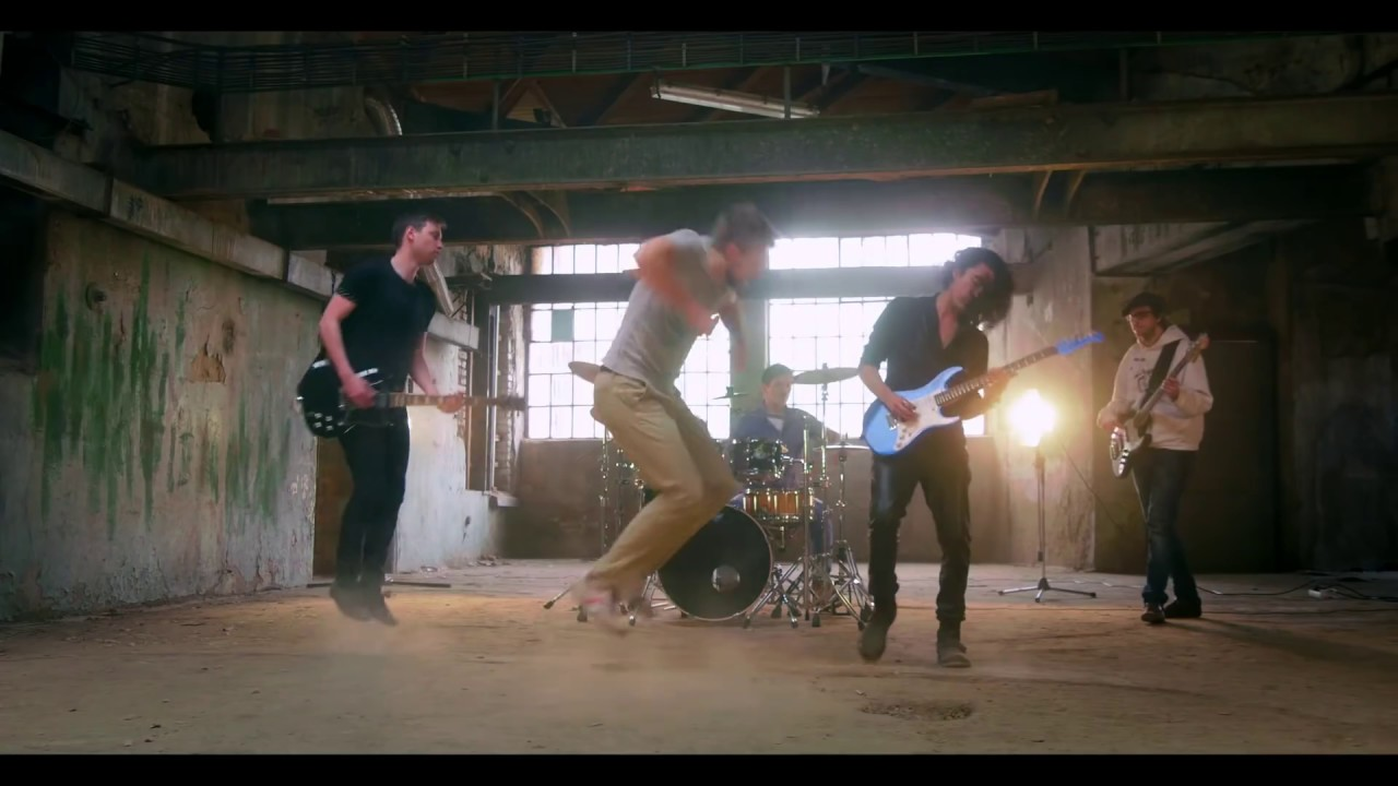Download Hochi & East - Tsunami of Colour (official music video)