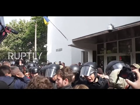Ukraine: Protesters and police clash outside Interior Ministry in Kiev