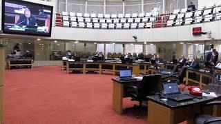 Deputados derrubam dois vetos do governo a projetos sobre Covid-19