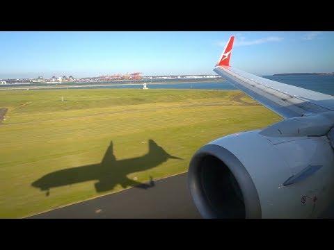 Qantas Boeing 737-800 landing in Sydney (New Livery)