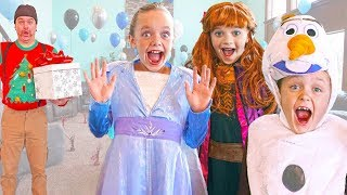 Download lagu Frozen 2 - Elsa and Anna Give Olaf a Birthday Surprise!
