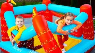 Артур и Мелисса играют в подвижные игры и веселятся с Папой