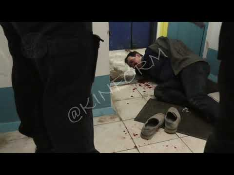 Мужчина в крови бегал по подъезду в Сургуте