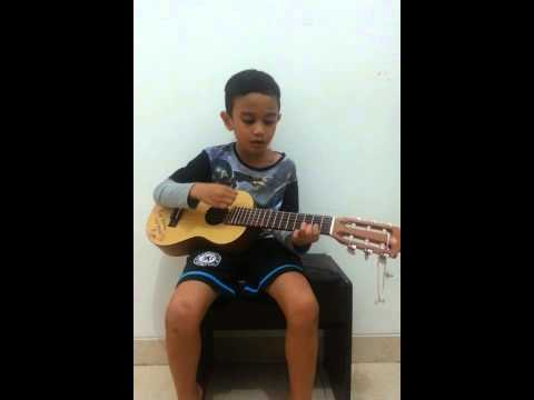 6 years boy playing Sandy Boy Song