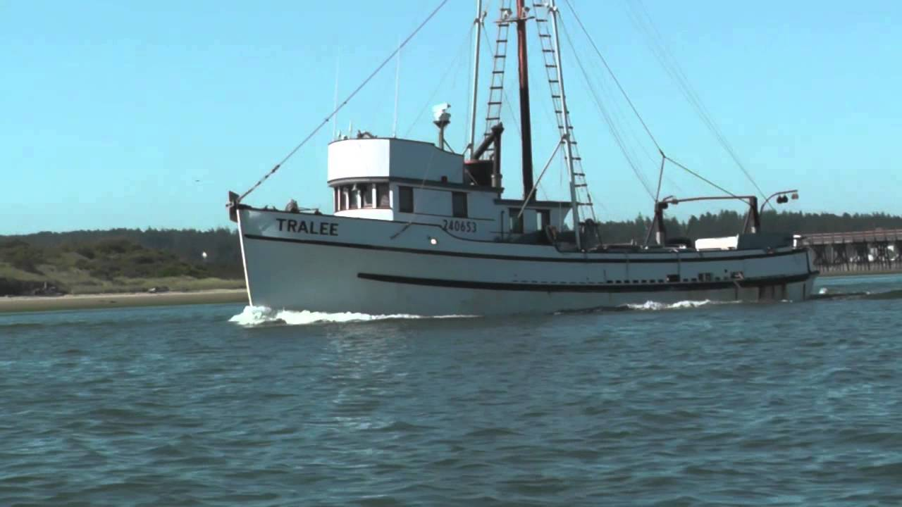 The f v tralee heading up coos bay youtube for Coos bay fishing