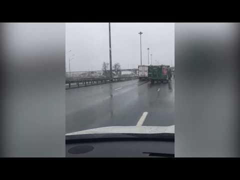 Грузовик Великолукского мясокомбината попал в ДТП в Петербурге
