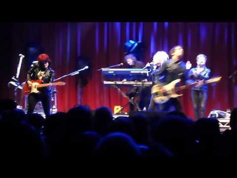 Cyndi Lauper - I Drove All Night [Glastonbury 2016]
